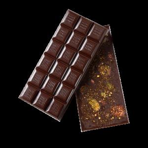 Черный шоколад с сушеным кумкватом и арахисом